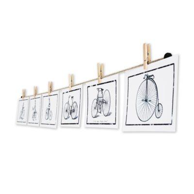 Fotoleinen mit rustikalen Mini-Wäscheklammern und Postkarten