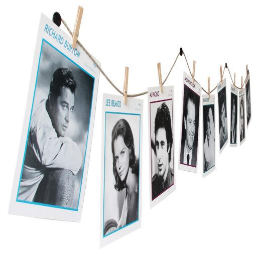 Postkarten auf Fotoschnur mit Klammern aufgehängt